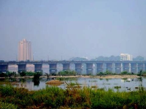 Bamako_bridge_crop_enh.jpg