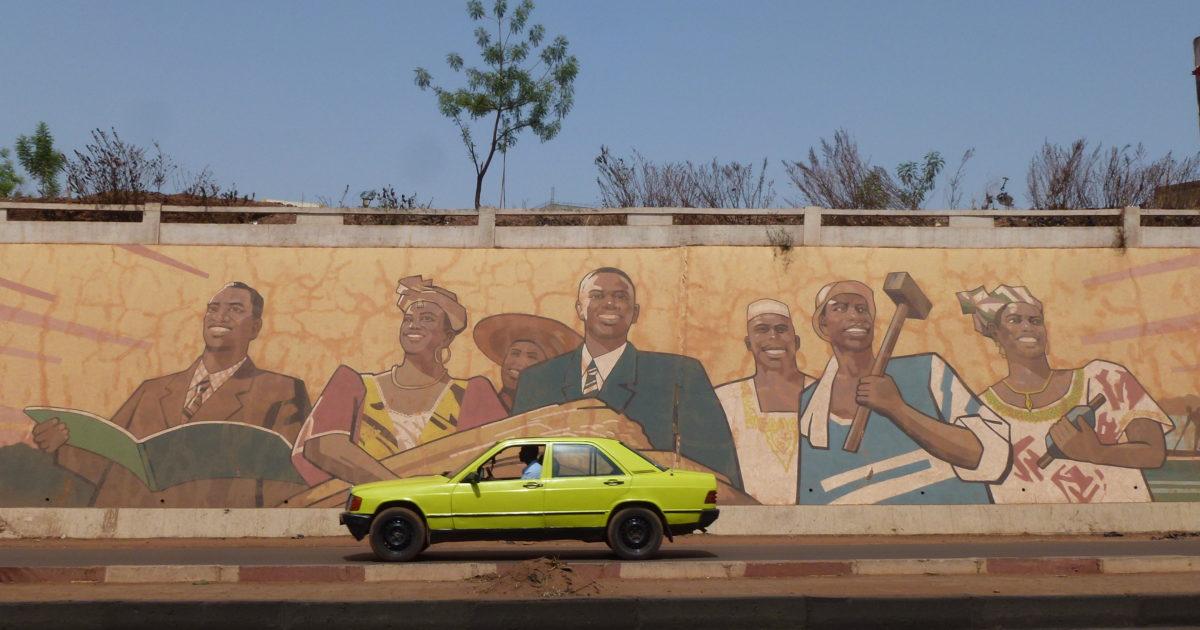 Taxi voor schildering Mali na onafh.JPG