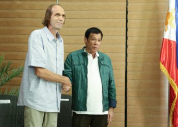 Rodrigo_Duterte_welcomes_Kjartan_Sekkingstad.jpg